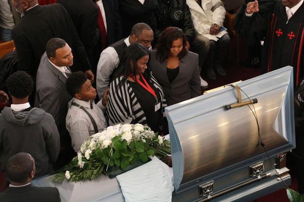 Javon Wilson's family weeps over his casket.