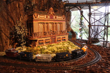Photos Look Inside The New York Botanical Garden 39 S Holiday Train Show Fordham Neighborhood