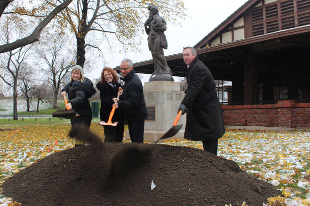 Meghan Beals of Chicago Dramatists, Ald. Michele Smith, Mayor Rahm Emanuel and Park District Supt. Mike Kelly break ground on the Theater on the Lake renovation.