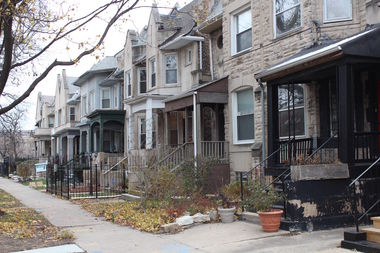 Young African-American families are moving to apartments in Woodlawn, reversing years of population decline for the neighborhood.