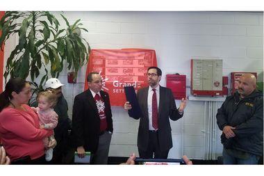 Senator Squadron unveiled safety improvements to Grand Street Settlement's community center at 80 Pitt St.