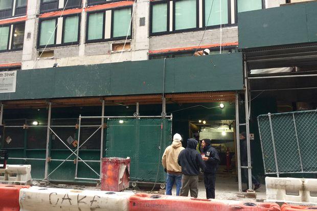 Man Falls Into 15 Foot Deep Hole At Chelsea Construction