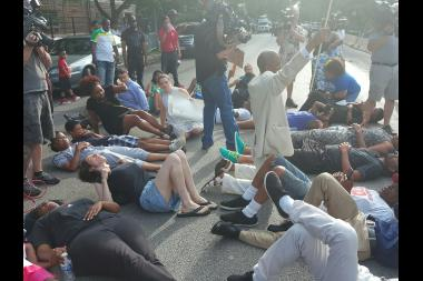 Protesters briefly blocked traffic near Hyde Park Boulevard and Greenwood Avenue.