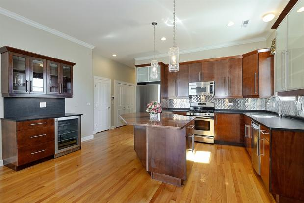 7443 N. Rogers Ave. Unit 3W