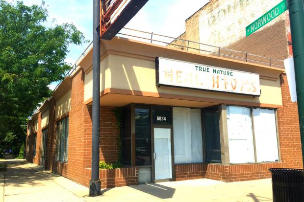 The former True Nature Foods store at 6034 North Broadway will no longer become a mattress store, but bakery and coffee shop.