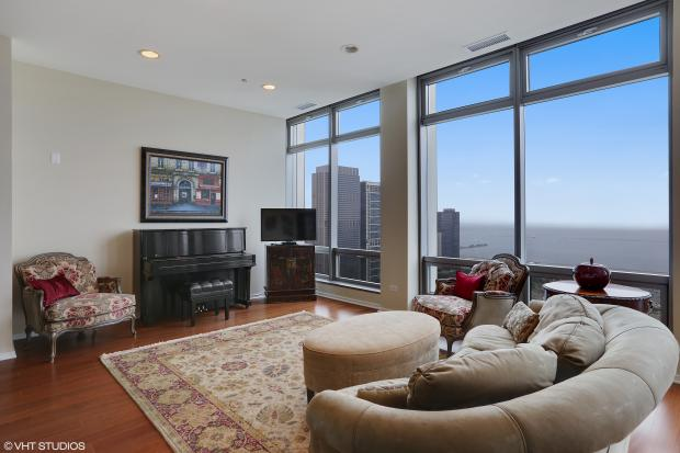 3 Bedroom 2 1 2 Bathroom Loop Condo Listed For 1 3 Million The Loop Chicago Dnainfo