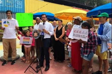 State Senator Daniel Squadron, elected officials and parents rallied Thursday at the pop-up pool in Brooklyn Bridge Park in hopes of keeping the pool open beyond this summer.