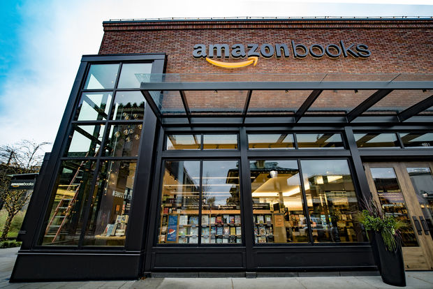 Amazon Books will open its first Chicago store on the Southport Corridor next year.