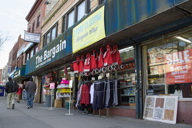 The Bargain Stop on 30th Avenue in Astoria will close on Feb. 28, 2017 after 25 years in business, its owner said.
