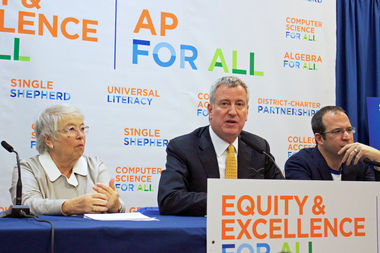 Schools Chancellor Carmen Farina and Mayor Bill de Blasio make an announcement about the city's Advanced Placement for All Initiative on Jan. 17, 2017 in Astoria.