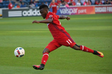 David Accam of the Chicago Fire dribbles the ball in a game last year against the San Jose Earthquakes.