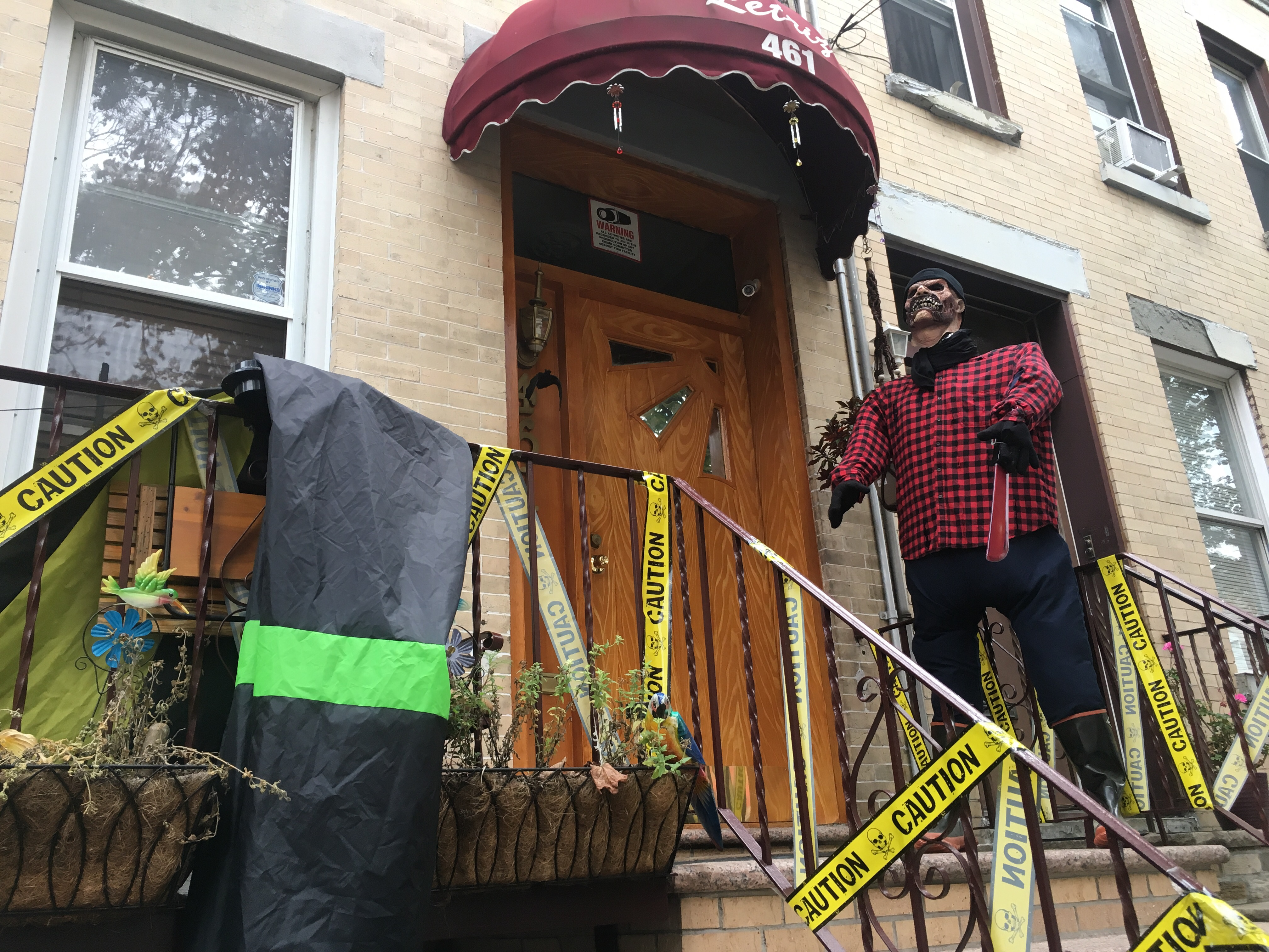 PHOTOS: The Spookiest Halloween Decorations In NYC - Carroll Gardens ...