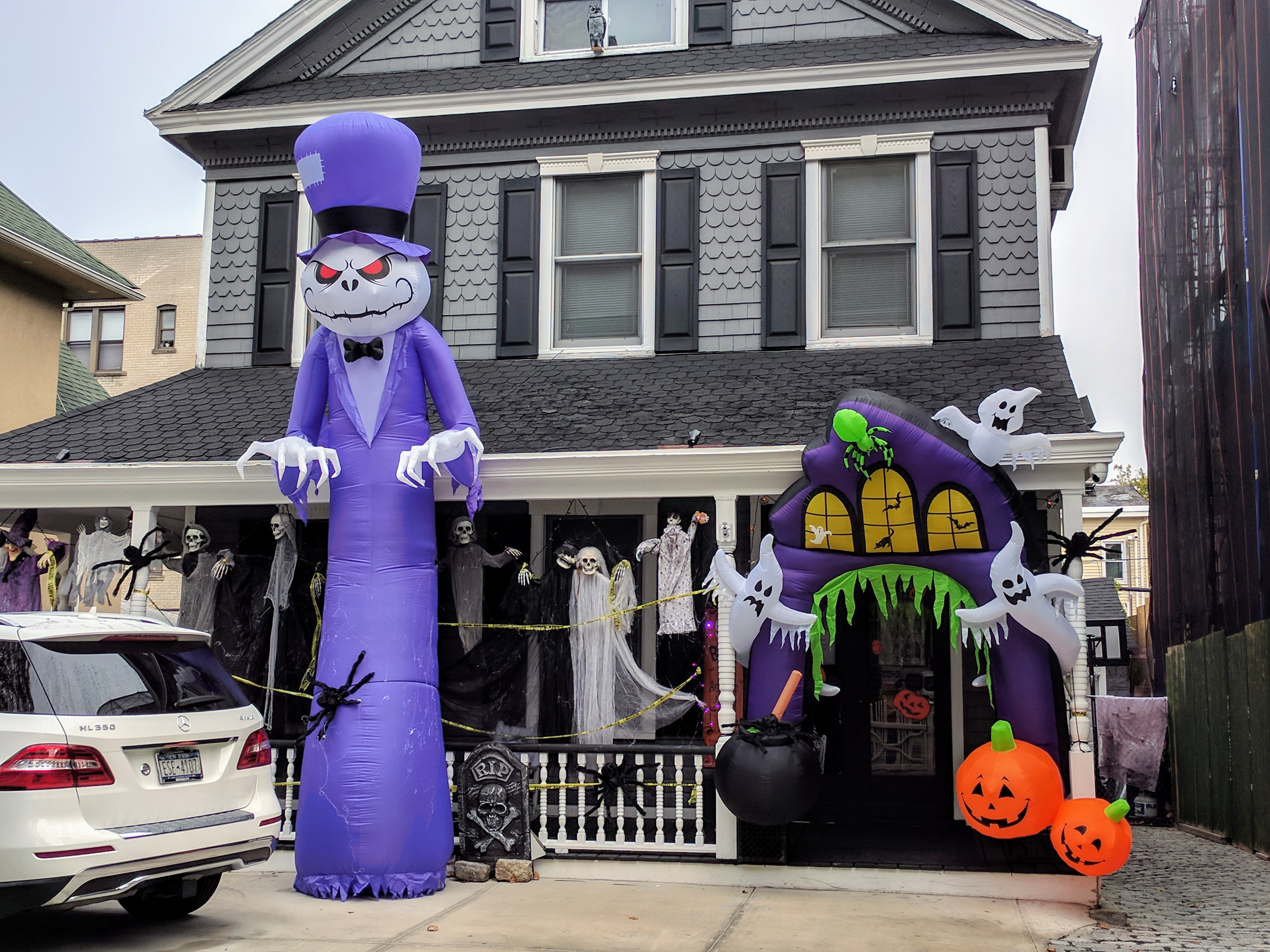 photos: the spookiest halloween decorations in nyc - carroll gardens