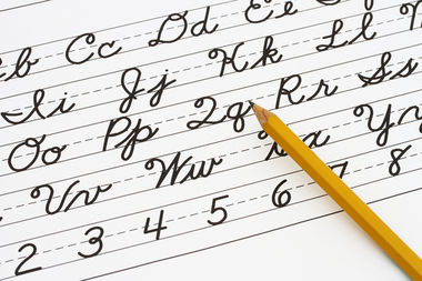 The Department of Education released a new guide to encourage teachers to bring cursive writing lessons back to classrooms.