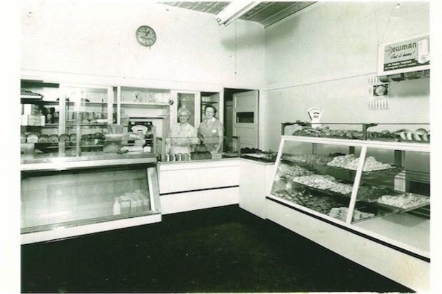 Frieda Johnson and Elna Carlson at the Swedish Bakery in 1952.