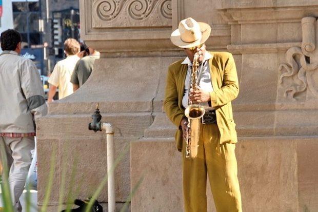 A man plays saxophone on Michigan Avenue.