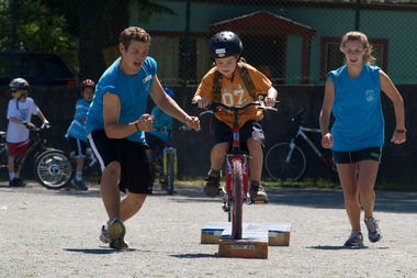 A Pedalheads Moment as an instructor releases a cyclist on a drill to build confidence.