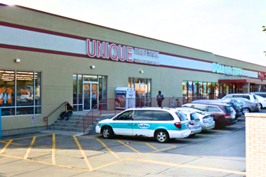 Unique Thrift's West Ridge location is closing for good on Monday night.
