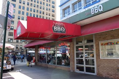 Dallas Bbq Patron Hits Woman In Face During Fight Over Bill Police Say Chelsea New York Dnainfo