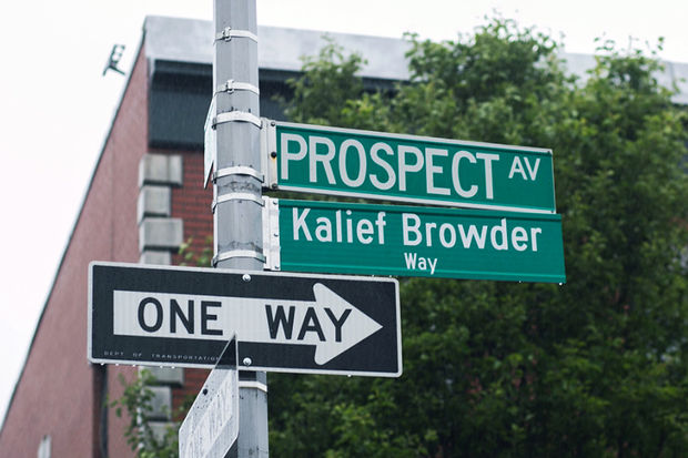 Political leaders including Councilman Ritchie Torres, Council Speaker Melissa Mark-Viverito and Comptroller Scott Stringer and family unveiled a street sign honoring Kalief Browder at East 181st Street and Prospect Avenue on what would have been the young man's 24th birthday on Thursday, May 25, 2017.