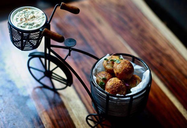 "aRoqa ditches staples like tandoori chicken for menu items like ""Vindaloo Momos"" and ""Habanero Tikka."""