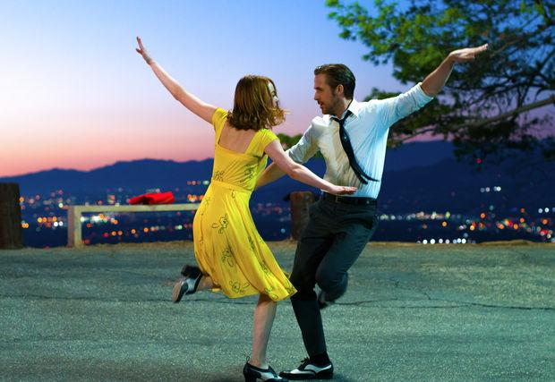 Sebastian (Ryan Gosling) and Mia (Emma Stone) in