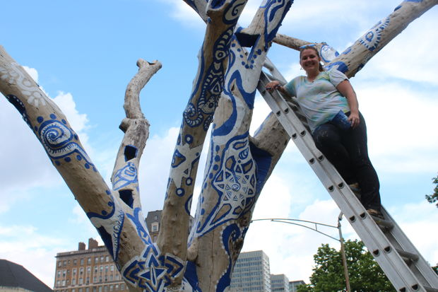 Artist Samantha Rausch is creating a public art piece from a dead tree by Belmont Harbor.