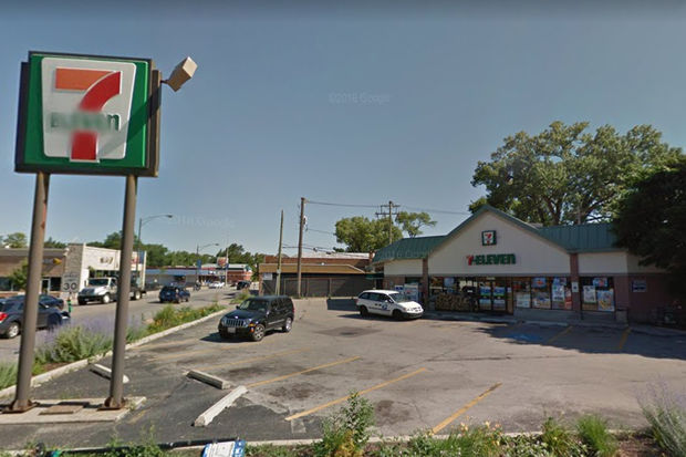 A 7-Eleven in Mount Greenwood was robbed by the same man who robbed a convenience store in the Gold Coast 19 hours earlier, police say.