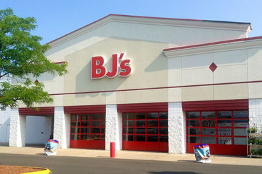 A proposed retail development, which would include Staten Island's first BJ's Wholesale Club, was rejected by Community Board 1 over environmental concerns.