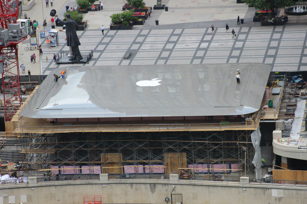 Chicagos New Apple Store Looks Like A Giant Laptop Downtown - New apple store in chicago will have a giant macbook as its roof