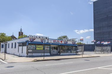 The Chetrit Group bought the property at 70-50 Queens Blvd. near 72nd Street on June 15, 2017.