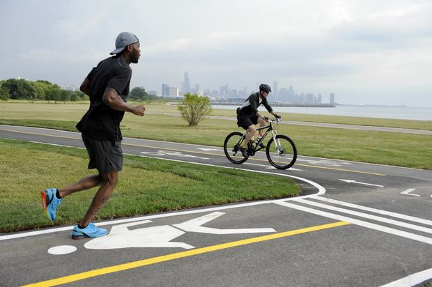 The first chunk of the Lakefront  trail to be separated to reduce congestion from 31stto 41ststreets opened Friday morning, officials said.