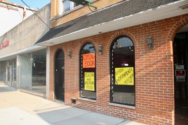 Signs posted outside El Mariachi de Los Compadres, 4908 W. Irving Park Road, advertise its opening.