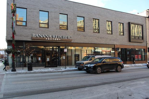 Amazon Opening New Pickup Store Next To Banana Republic