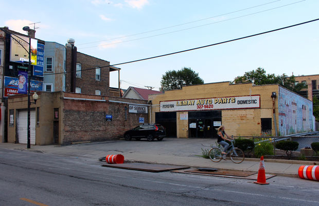 The City Council Zoning Committee moved Thursday to allow Parson's Chicken & Fish to convert the old LeMay Auto Parts store on Halsted to a new restaurant.