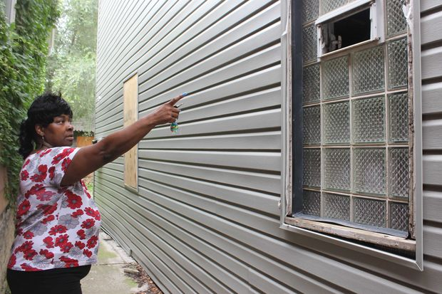 The raccoons that have terrorized a South Side block since June — and left at least one kitten dead — are multiplying. And neighbors are fed up that the city isn't helping them.