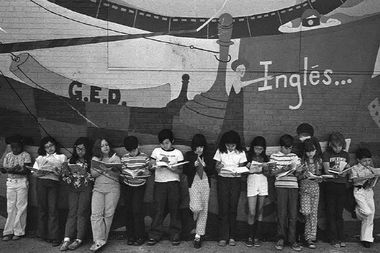 Friends of Bezazian, Uptown United and the 46th Ward Office worked together to revitalize the 1974 mural
