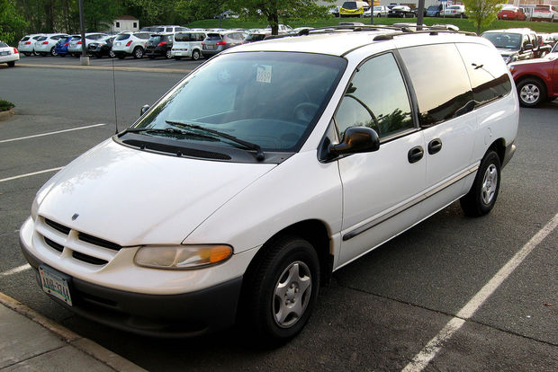 A 2000 Dodge Caravan