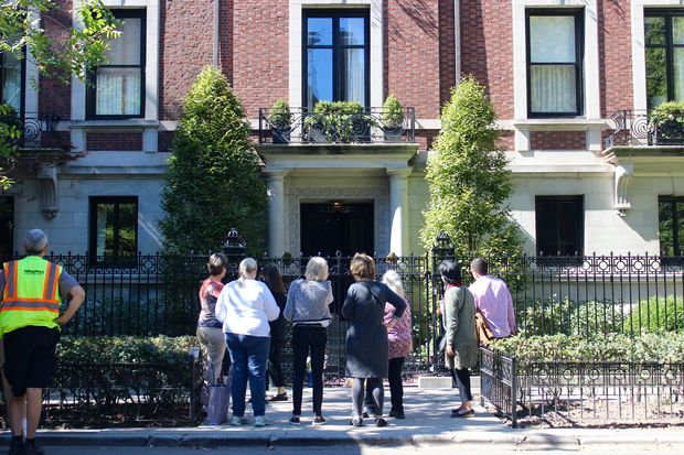 Chicagoans paid their respects to the legendary publisher at the original Playboy Mansion in the Gold Coast.