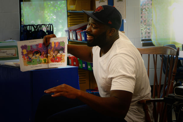 The defensive lineman turned author visited the school at 4865 N. Sheridan Road Monday.